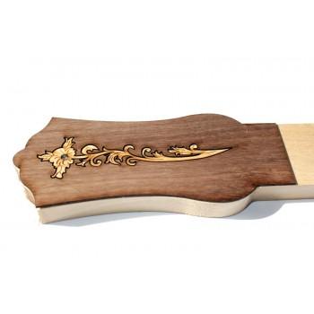 Κλειδιέρα από φλαμούρι για μπαγλαμά και τζουρά με ξύλινη φιγούρα.